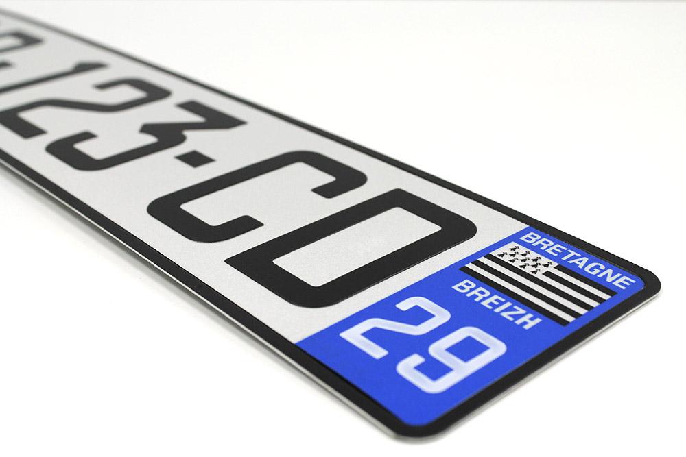 Plaque d'immatriculation et numéro de département homologué